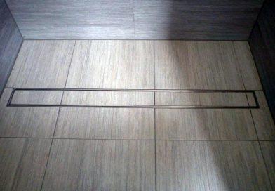 Zamień brodzik na odpływ liniowy – idealne rozwiązanie do nowoczesnej łazienki