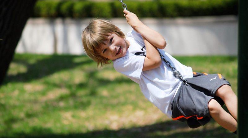 Jak stworzyć własny plac zabaw dla dzieci w ogrodzie?
