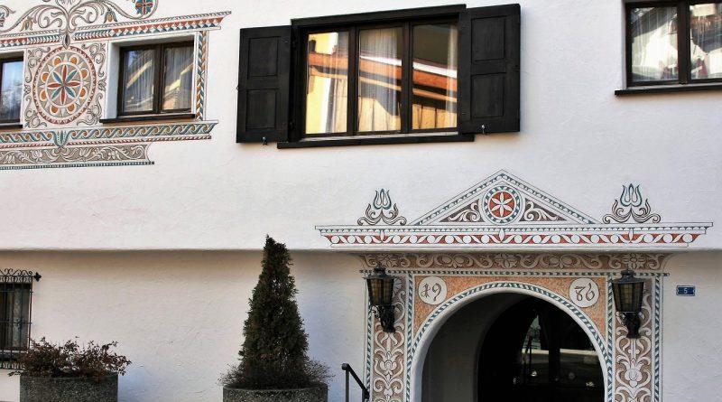 klasyczna elewacja domu